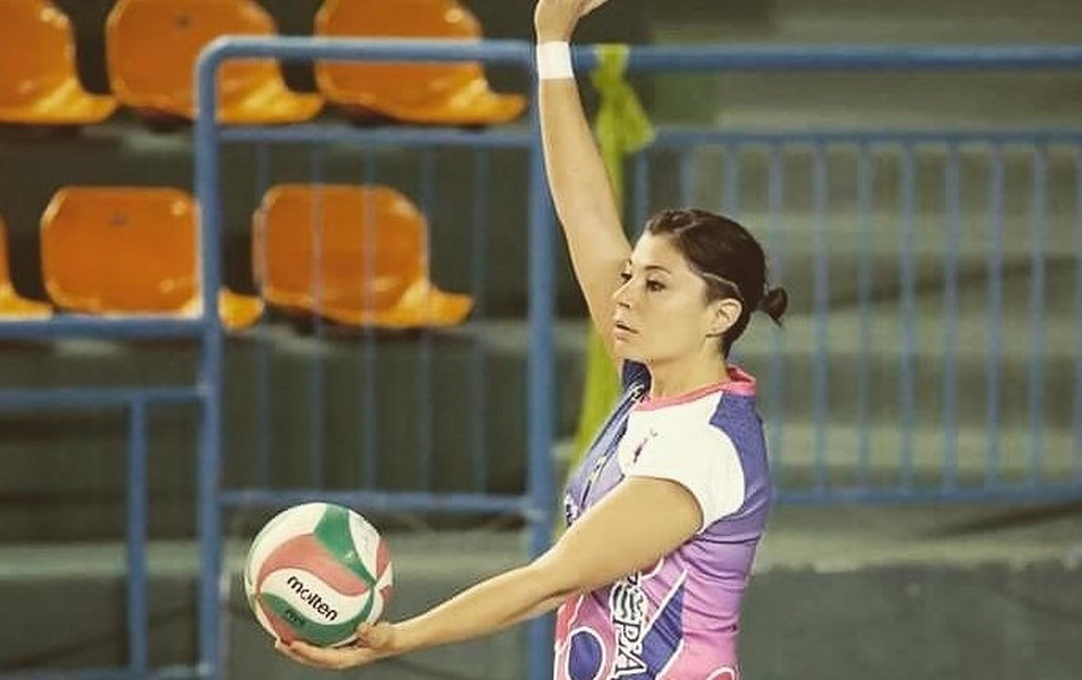 serie-c-regionale-volley-terracina-la-schiacciatrice-angela-manzo-e-biancoceleste